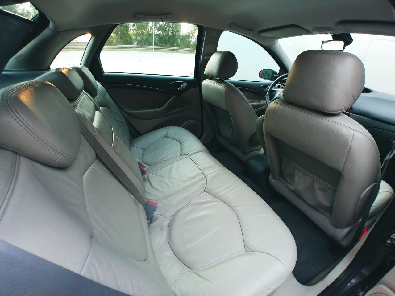 Citröen C5 2.0 HDI asientos traseros cuero